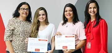 Alunas egressas recebem certificado da primeira edição do programa Qualifica Uniesp