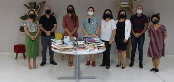 Antares publicidade realiza doação de livros para a Biblioteca Padre Dourado