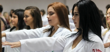 Cerimônia do Jaleco 2020.1 reúne alunos dos cursos de saúde do Uniesp na próxima sexta